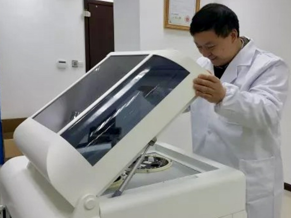 """Dr. Chris Yu Inspects CDA Device on """"National Cancer Prevention Day"""": Anpac Bio-Medical Science Company CEO Dr. Chris Yu inspects one of the company's proprietary """"Cancer Differentiation Analysis"""" (CDA) liquid biopsy technology devices before screening simple, standard blood tests for signals of early disease. Anpac Bio's CDA technology consistently detects 26+ cancers, with a 75%-90% accuracy, usually identifying it at its earliest stages. And it does so without any harmful side effects in patients; generating far fewer """"false positives""""; at a cost far less than traditional testing; and generating results in minutes. Fully-commercialized with 200+ patents filed worldwide, Anpac Bio and its respected medical research partners are celebrating #NationalCancerPreventionDay by surpassing a new global milestone: 60,000+ independently-corroborated CDA liquid biopsy tests processed for both early cancer screening and detection; and monitoring cancer treatment, effectiveness, and recurrence."""