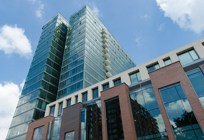 Vantage Oak Park, a 21-story high rise, was recently acquired by Chicago-based Magnolia Capital.
