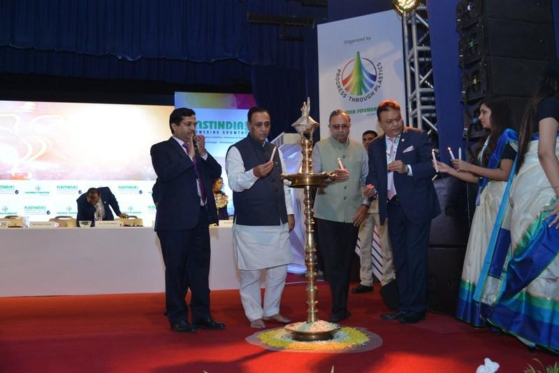 L to R Mr. KK Seksaria,President,PlastindiaFoundation with Shri Vijaybhai Rupani, Chief Minister, Gujarat and other prominent dignitaries lighting the lamp at PLASTINDIA 2018 (PRNewsfoto/Plastindia Foundation)