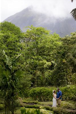Célébrez votre amour éternel pour l?un l?autre ainsi que Mère Nature, avec un mariage romantique et écologique au Costa Rica.