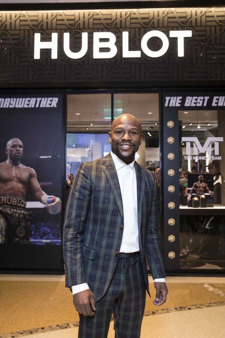 Floyd Mayweather at the Hublot Boutique Crystals Mall Las Vegas (PRNewsfoto/Hublot)