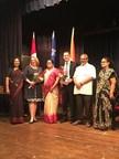 La ministre Christine St-Pierre en mission en Inde et le directeur du Bureau du Québec à Mumbai, Dominic Marcotte, lors de leur rencontre à la Shreemati Nathibai Damodar Thackersey Women's University (SNDT) de Mumbai. (Groupe CNW/Cabinet de la ministre des Relations internationales et de la Francophonie)