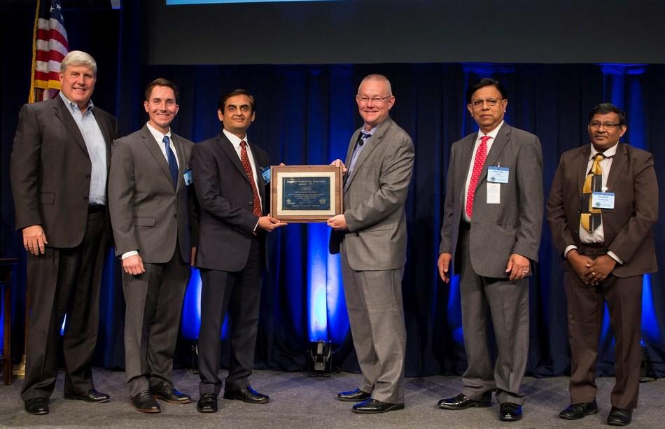 Cyient Management Receiving the Pratt & Whitney 2017 Award