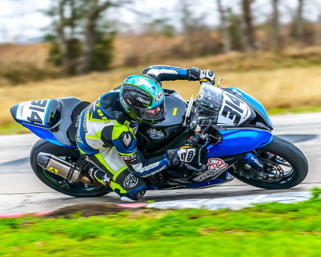 Jay Newton abroad Kawasaki ZX6RR (Photo credit: David T Gillen / D Gillen Photography)