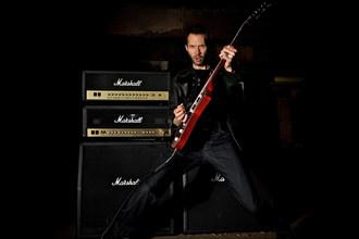 ArtistWorks Online Rock Guitar Teacher Paul Gilbert Reaches 6,000 Video Exchange Milestone