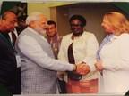La ministre Christine St-Pierre a rencontré le premier ministre de l'Inde, Narendra Modi, à l'occasion de l'ouverture officielle de la deuxième édition du World Sustainable Development Summit (WSDS) à New Delhi (Groupe CNW/Cabinet de la ministre des Relations internationales et de la Francophonie)