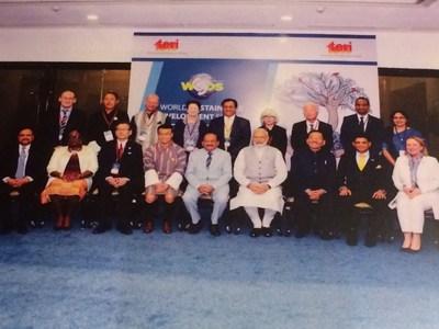 Christine St-Pierre, ministre des Relations internationales et de la Francophonie, en présence du premier ministre de l'Inde, Narendra Modi, et plusieurs personnalités de différents pays participant au World Sustainable Development Summit (WSDS) à New Delhi. (Groupe CNW/Cabinet de la ministre des Relations internationales et de la Francophonie)