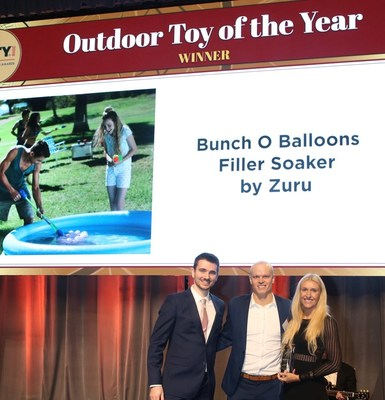 ZURU's BUNCH O BALLOONS WINS PRESTIGIOUS 'OUTDOOR TOY OF THE YEAR' AWARD FOR SECOND CONSECUTIVE YEAR. Nick Mowbray, co-Founder and CEO (center), and Anna Mowbray, co-founder and COO (right), accepted the award at the Toy Association's Annual Toy Of The Year Awards gala which took place on Friday, February 16, 2018, in New York City.
