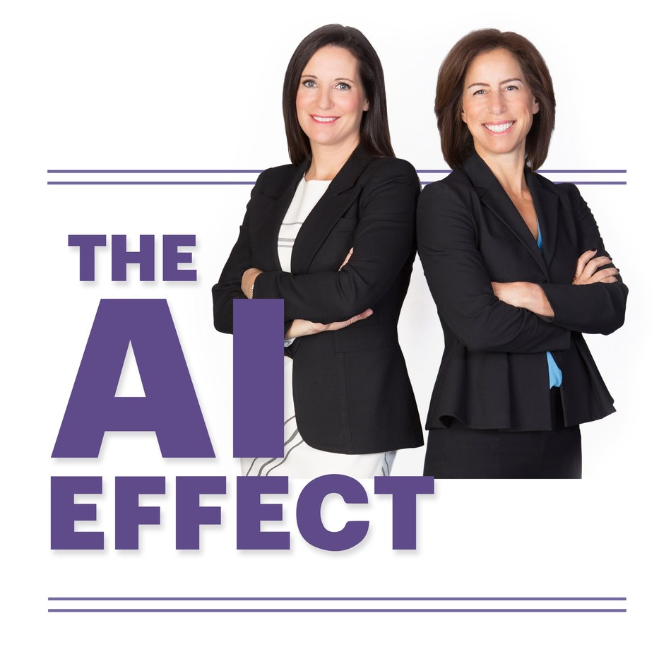 Award-winning Canadian business journalist, Amanda Lang (left) and managing director for Accenture's AI practice in Canada, Jodie Wallis (right) (CNW Group/Accenture)
