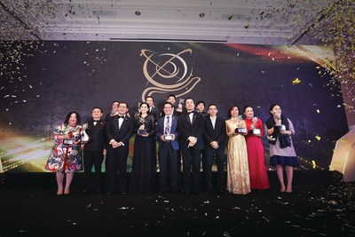 Winners of the Asia Pacific Entrepreneurship Awards 2017 in Vietnam poses with Dr Fong Chan Onn, chairman of Enterprise Asia and William Ng, president of Enterprise Asia. The Asia Pacific Entrepreneurship Awards is the region's largest and most important awards for entrepreneurship. Over 1,000 recipients have been recognised since 2007, in what is one of the toughest competitions of its kind for entrepreneurs.