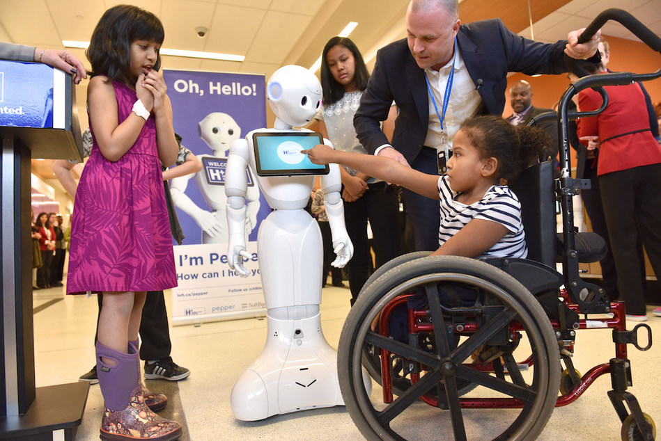 Pepper greets kids at Humber River Hospital for the first time (CNW Group/Humber River Hospital)