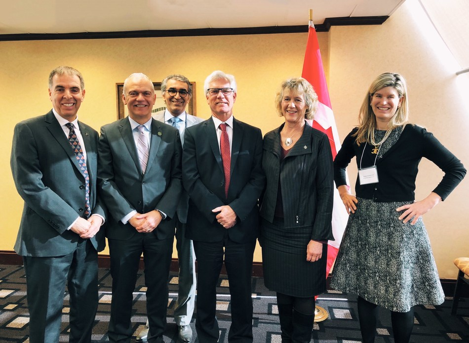 Attendees at the Retrofit Roundtable in Ottawa, February 26, 2018. Hosted by CaGBC, Hon. Minister Jim Carr and Econoler. Pictured from left to right: Pierre Langlois of Econoler; Thomas Mueller of CaGBC; Parminder Sandhu of Green Ontario Fund; Hon. Jim Carr, Minister of Natural Resources; Hon. Joyce Murray, Parliamentary Secretary of Treasury Board; Susan McArthur, GreenSoil Investments. Not pictured by in attendance: Hon. Minister McKenna, and Hon. Minister Sohi. (CNW Group/Canada Green Building Council)