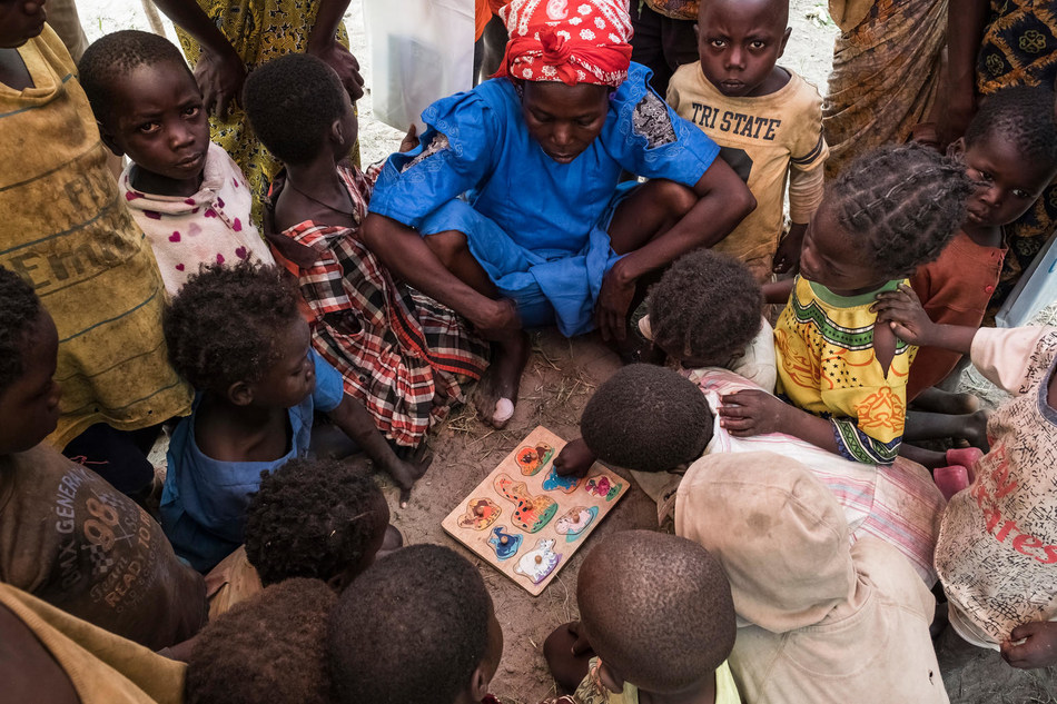 A community teacher plays with children in the playground at the child friendly space in Ndenga village, which is located 30 kilometres away from Kaga Bandoro, Central African Republic, Saturday 4 November 2017. © UNICEF/UN0149455/Sokhin (CNW Group/UNICEF Canada)