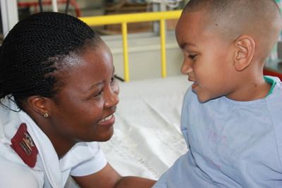 Le programme de bourses de l'African Paediatric Fellowship Programme assure la formation des pédiatres, des surspécialistes en pédiatrie et des infirmières et infirmiers avec une maîtrise en soins pédiatriques en Afrique pour l'Afrique.