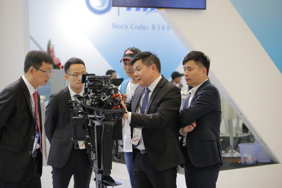Exhibitors Showcasing Their Latest Product Model at CIBS2017