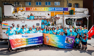 Hydro Ottawa employees participating in the 2017 Capital Pride Parade (CNW Group/Hydro Ottawa Holding Inc.)