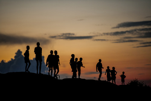 In the Protection of Civilians (POC) site near Bentiu, in Unity State, South Sudan, children play at dusk (August 2016). © UNICEF/UN028382/Rich (CNW Group/UNICEF Canada)