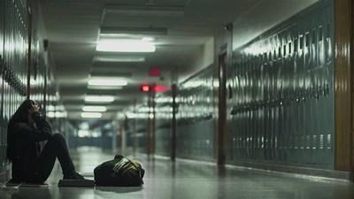 Jane se retrouvait souvent dans une grande instabilité mentale : ses émotions prenaient le dessus, l'anxiété s'intensifiait et il lui arrivait d'avoir des pensées suicidaires. Elle manifestait des signes du trouble de la personnalité. Regardez la vidéo oasw.org/histoiredeJane (Groupe CNW/L'Association des travailleuses et travailleurs sociaux de l'Ontario)