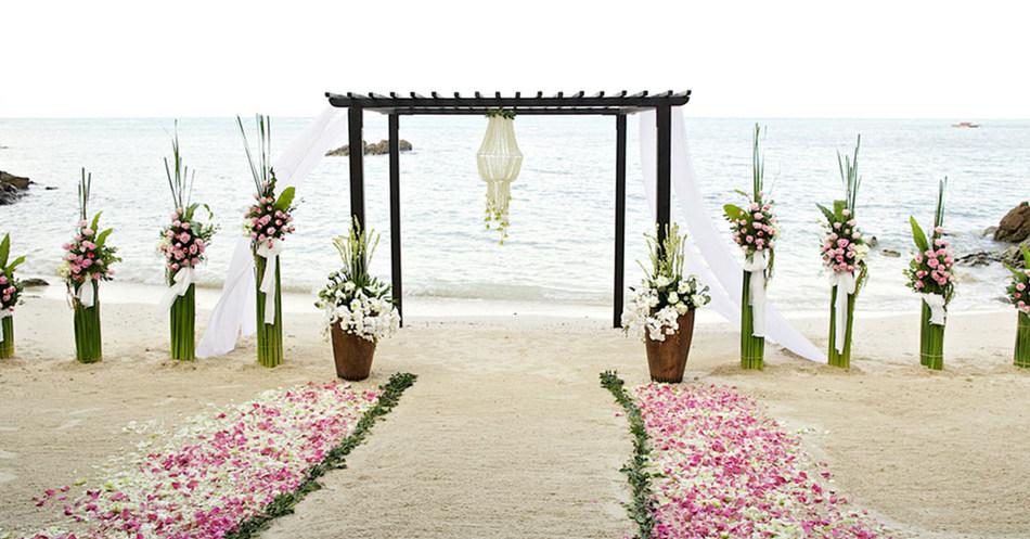 Destination Wedding Travel Agent vs  Wedding Planner: What's