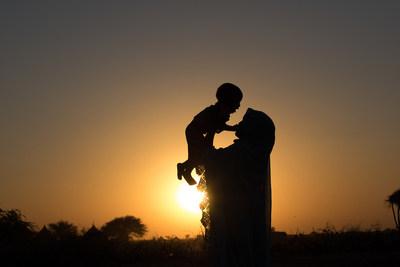 Halim? s'est mariée à 14 ans. Contrairement à ses frères, elle n'est jamais allée à l'école. Elle croit que le mariage d'enfants est la principale cause de pauvreté dans son village. Région du Ouaddai, Sahel, Tchad. © UNICEF/UN014189/Sang Mooh (Groupe CNW/UNICEF Canada)