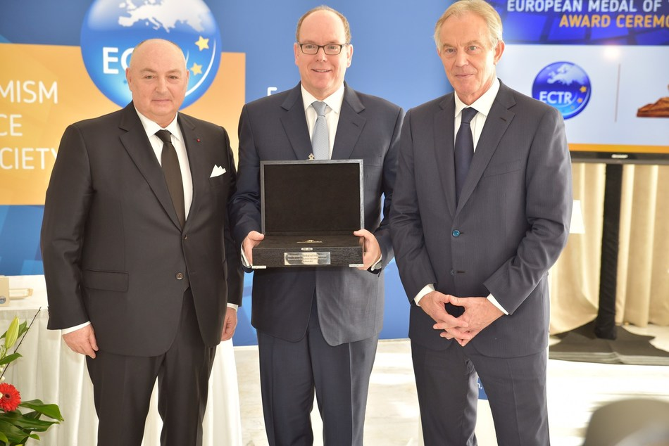 Dr. Moshe Kantor and Tony Blair present HSH Prince Albert II of Monaco with the 2018 European Medal of Tolerance award at the ECTR round table in Monaco (PRNewsfoto/ECTR)