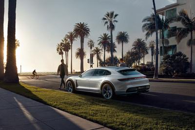 Une étincelle pour l'avenir : le Mission E Cross Turismo signé Porsche, présenté au Salon de l'auto de Genève, est une étude concept sous forme de VUM à propulsion entièrement électrique. (Groupe CNW/Automobiles Porsche Canada)