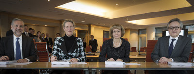 Executives from SAS, Wolters Kluwer and ABN AMRO formalize partnership to integrate finance, risk and regulatory compliance at ABN AMRO.; Left to right: Troy Haines, Senior Vice President and head of the Risk Management division, SAS; Tanja Cuppen, Chief Revenue Officer, ABN AMRO; Nancy McKinstry, CEO and Chairman of the Executive Board, Wolters Kluwer; and Clifford Abrahams, Chief Financial Officer; ABN AMRO.