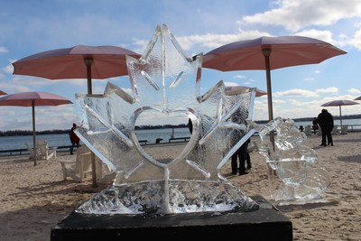 Ice sculptures on Sugar Beach at Sugar Shack TO 2017 (CNW Group/Water's Edge Festivals & Events)