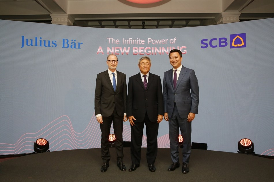 From left: Mr. Bernhard Hodler, Chief Executive Officer of Julius Baer Group Ltd.; Dr. Vichit Suraphongchai, Chairman of the Executive Committee of SCB; and Mr. Arthid Nanthawithaya, SCB's President and Chief Executive Officer; signed an agreement to establish a joint venture to offer unique and best-in-class wealth management services to clients in Thailand.