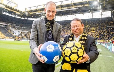BVB's CMO – Carsten Cramer and Bangkok Airways President – Puttipong Prasarttong-Osoth at Signal Iduna Park in Dortmund, Germany. (PRNewsfoto/Bangkok Airways Public Company)