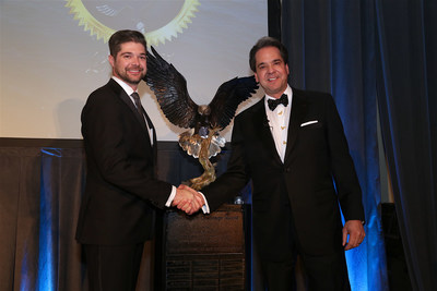 Mark Wetterau presents the 2017 Chairman's Challenge award to City of Industry - Distribution managing director Stephen Wetterau.