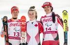 Mollie Jepsen (au centre) et Alana Ramsay (à droite) ont monopolisé le podium de l'épreuve féminine du super-combiné, catégorie debout, en gagnant une médaille d'or et une médaille de bronze pour le Canada. La médaille d'argent est allée à l'Allemande Andrea Rothfuss (à gauche). (Groupe CNW/Canadian Paralympic Committee (Sponsorships))