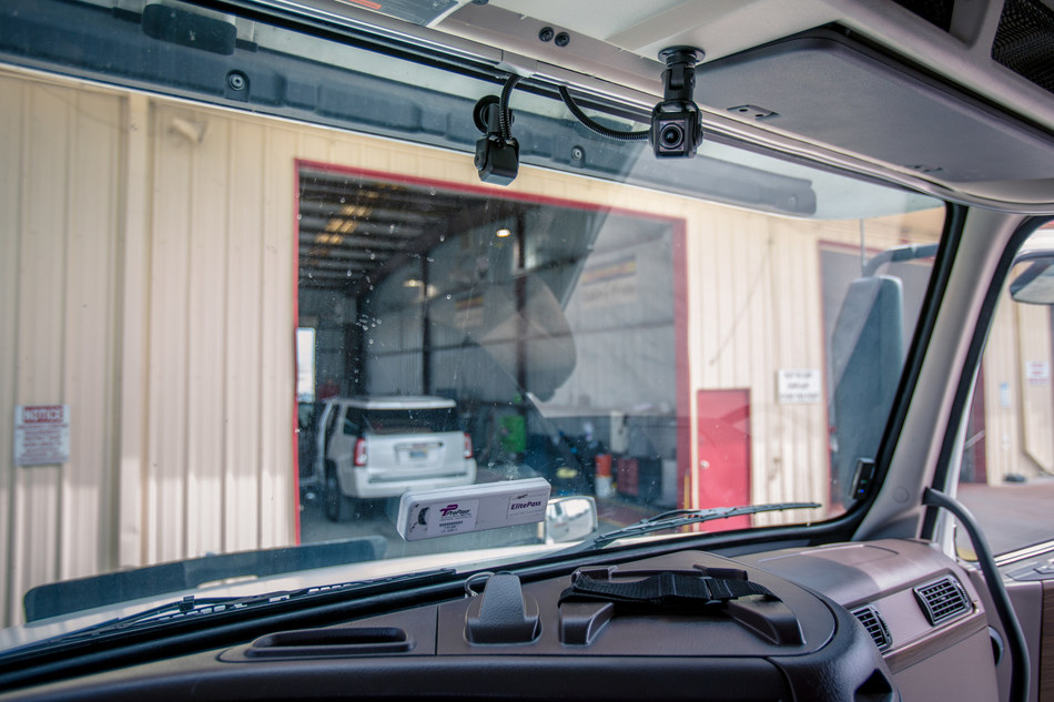 SR4 hardware delivers unprecedented compute power in the smallest footprint in the industry, minimizing windshield distractions and simplifying installation and maintenance.