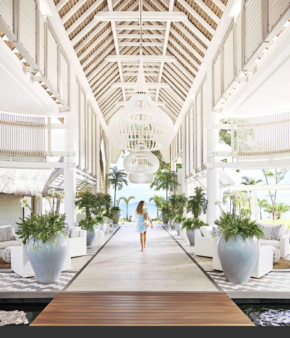 Lobby entrance (PRNewsfoto/LUX* Grand Gaube)