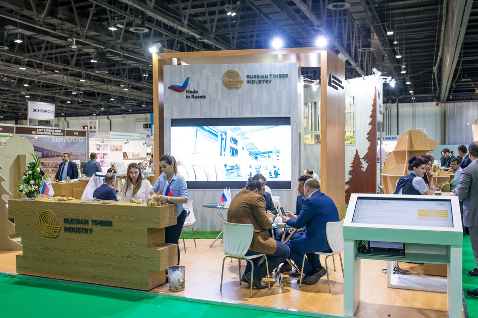 Work of the stand of the united companies «Russian timber industry» at the exhibition Dubai WoodShow 2018 (PRNewsfoto/Russian Export Center)