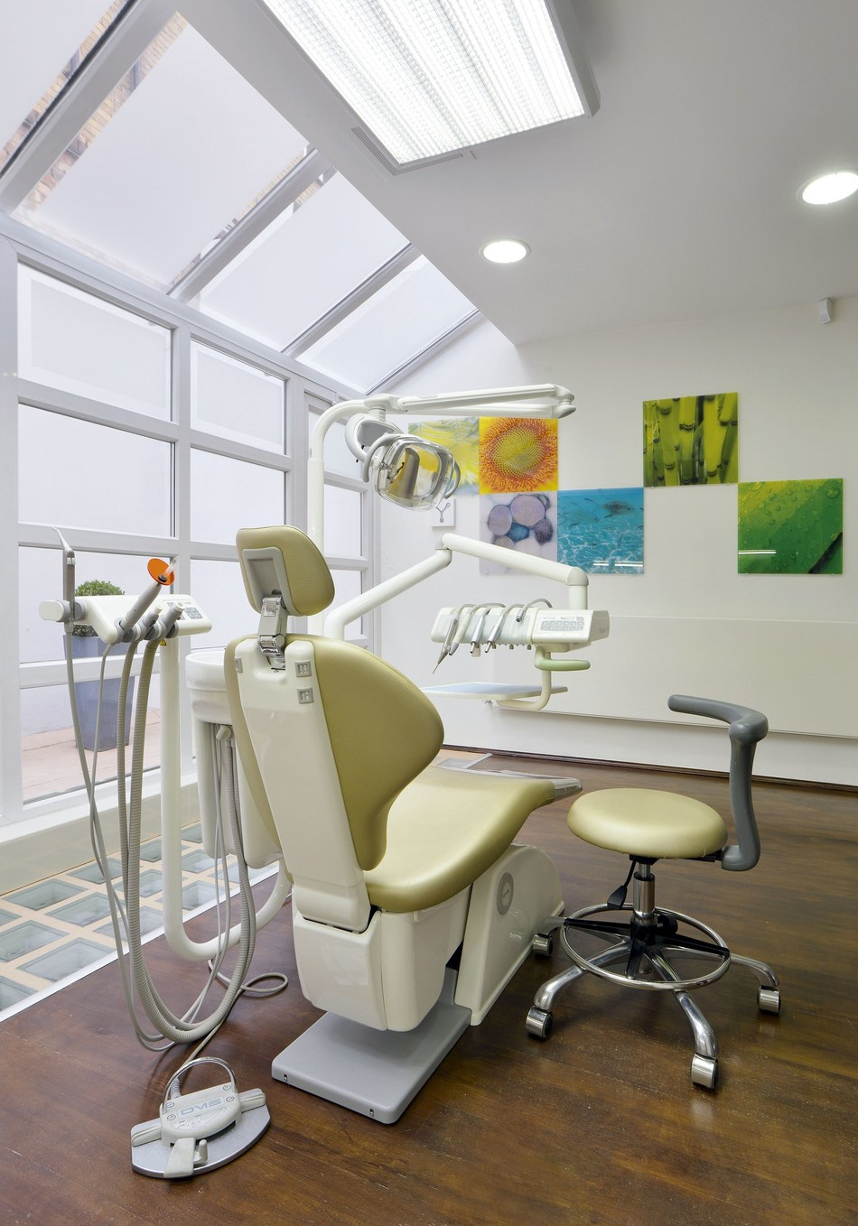Treatment room 1 at Implantcenter Dentistry and Oral Surgery, London (PRNewsfoto/Implantcenter Dentistry)
