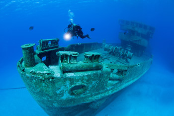 Wreck of the Kittiwake, Grand Cayman, British Overseas Territories. (Credit: Jill Heinerth/ Canadian Geographic) (CNW Group/Royal Canadian Geographical Society)