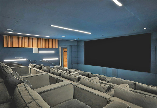 Members receive preferred pricing for the soundproofed screening room, which is available for rental. Editing rooms, a commercial kitchen, and the signature Serendipity Labs hospitality make hosting events seamless and memorable. Photo credit: Gensler