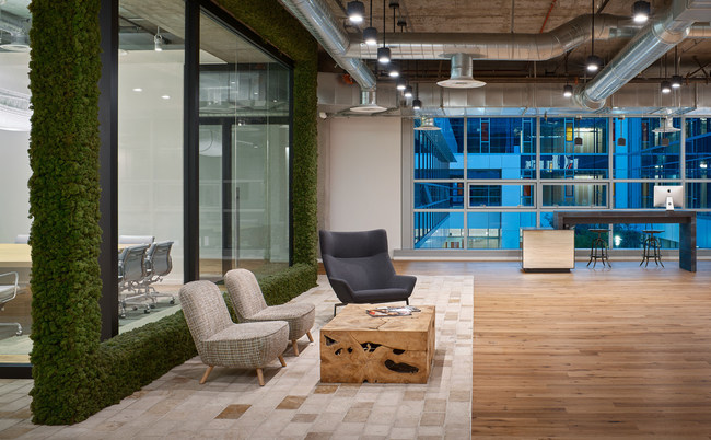 The Gensler design with emphasis on ambient light and high-end furniture are the centerpiece of every Serendipity Labs. Featured here, a work lounge with courtyard view at Serendipity Labs Hollywood. Photo credit: Gensler.