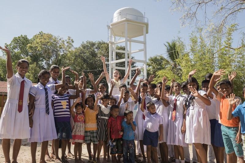 Barbara Palvin, face of Acqua di Gioia fragrance, with the local community in Sri Lanka for Acqua For Life (PRNewsfoto/Giorgio Armani Beauty)