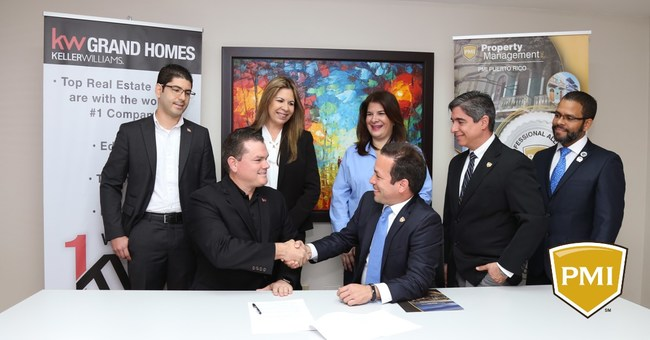 Miguel Hernandez of PMI Puerto Rico and Orbe Soto of Keller Williams Grande Homes sign a Strategic Alliance between their companies.