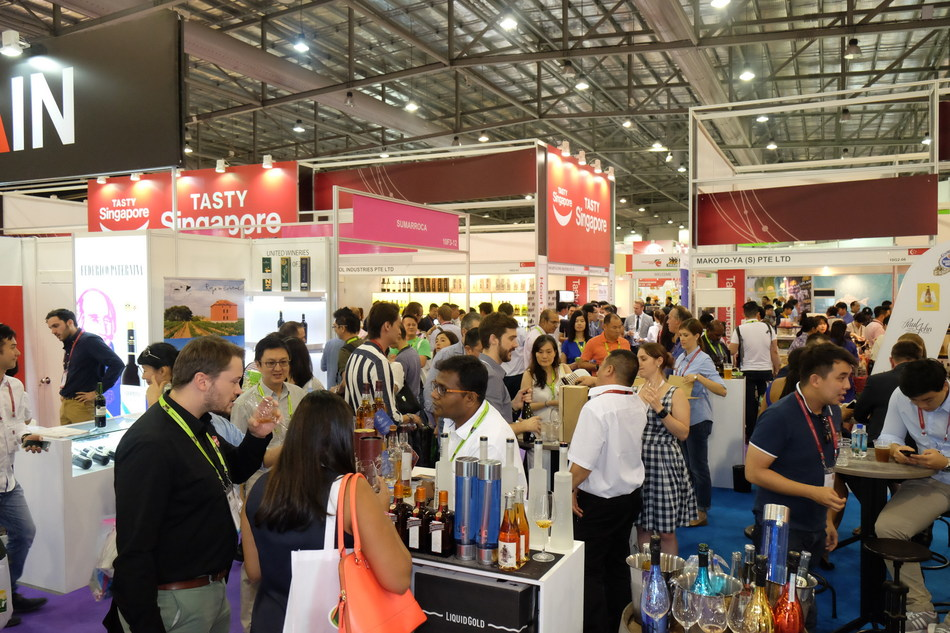 Trade attendees at ProWine Asia 2016 (PRNewsfoto/UBM Asia)