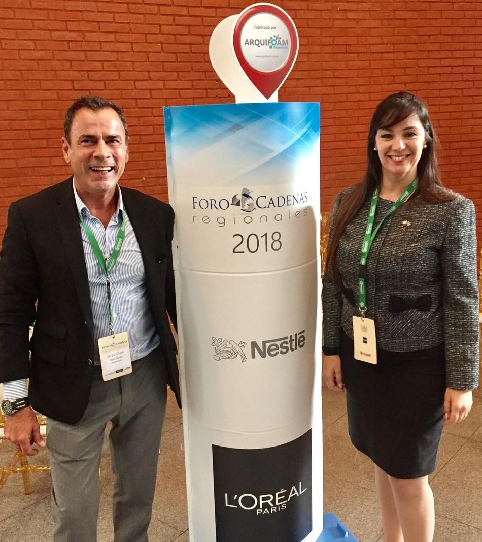 El Director del Foro de Cadenas Regionales de Supermercados Sergio Otero y la Directora de la AACC Lic. Nancy Clara