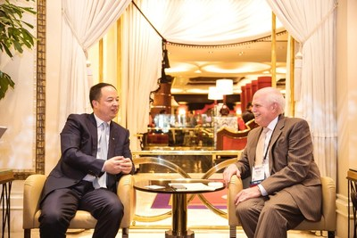Yu Jun, president of GAC Motor talking to Peter Welch, president and CEO of NADA