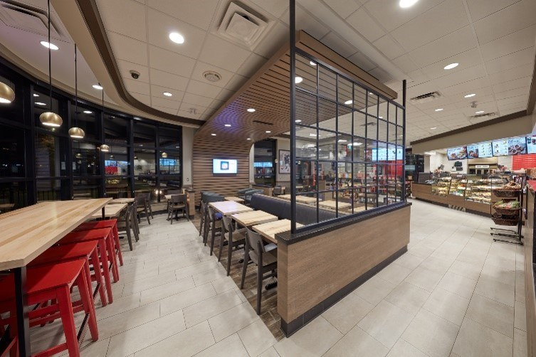 With fresh architectural elements, soft lighting and modern upgrades, the new Welcome Image brings new warmth to the Restaurant. (CNW Group/Tim Hortons)