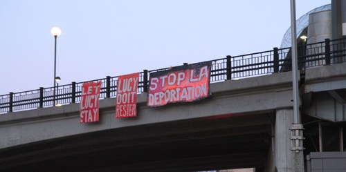 Banner drop Monday morning in Ottawa in solidarity with Lucy (CNW Group/Solidarity Across Borders)