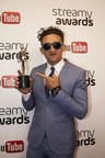 Casey Neistat with his award at the 6th Streamy Awards that honor the biggest names in YouTube. (CNW Group/Influence Mtl)