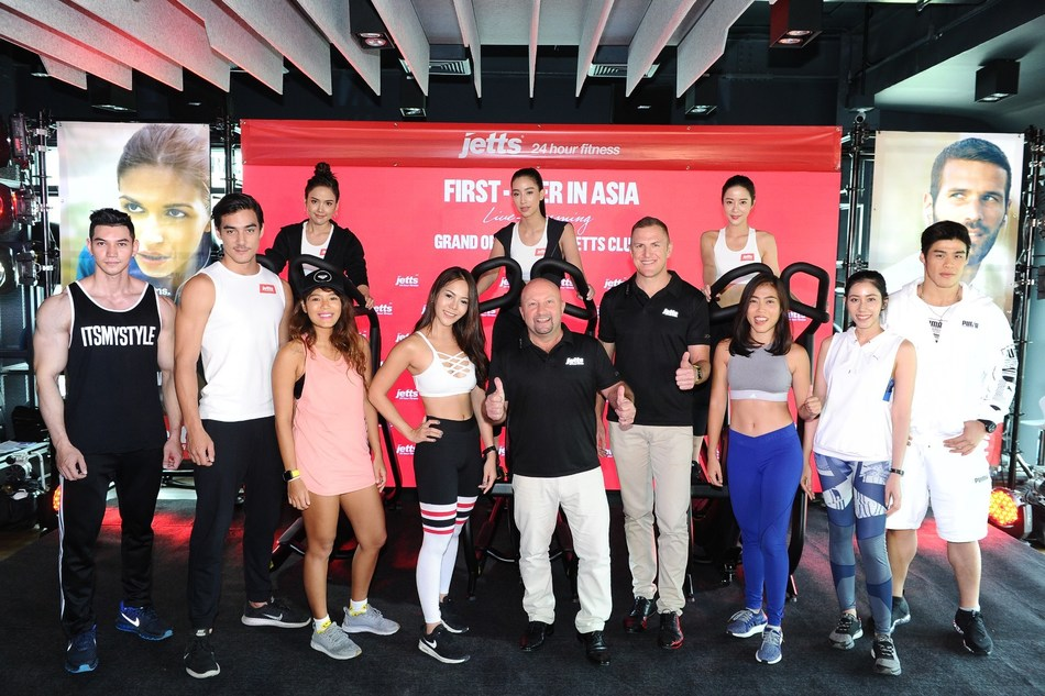 Michael David Lamb (bottom center), Jetts Asia Managing Director and Dane Cantwell (bottom, 4th right), Country Manager, Jetts Fitness in Thailand celebrated the grand opening of 4 new Jetts clubs in Bangkok, providing consumers in Thailand the opportunity to workout on their terms and enjoy 24/7 access, no lock-in contract, and free reciprocal access to each of Jetts' 250+ clubs across Australia, Thailand, New Zealand, the Netherlands, and the United Kingdom.