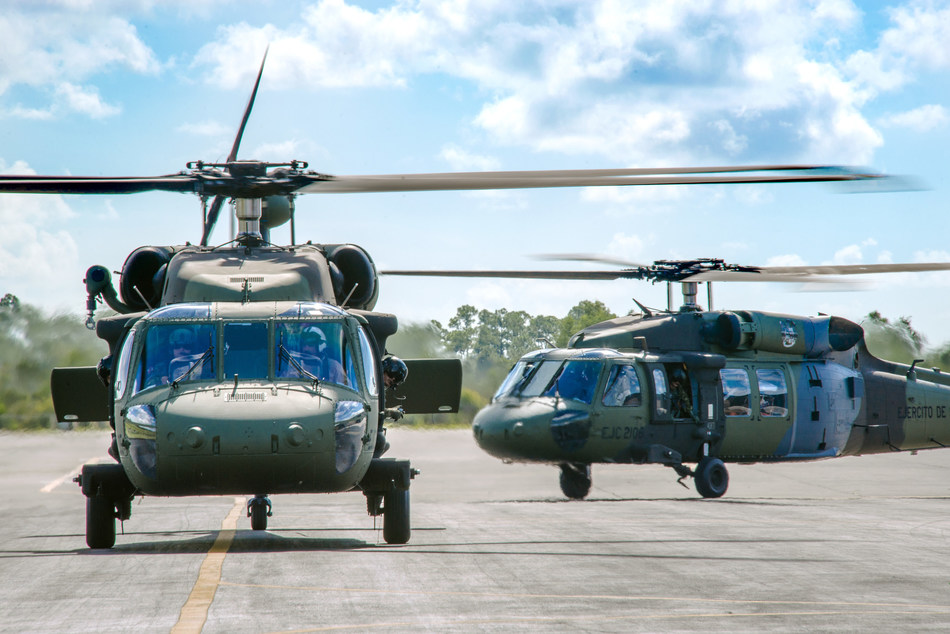 Los helicópteros Black Hawk han estado operando con las Fuerzas Militares de Colombia desde 1988. El Ejército de Colombia recibió siete helicópteros S-70i Black Hawk en 2013. (PRNewsfoto/Sikorsky, a Lockheed Martin com)