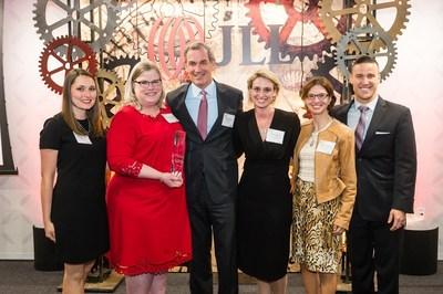 JLL Americas CEO Greg O'Brien (center) with the Da Vinci award-winning Flexible Lease Administration team.